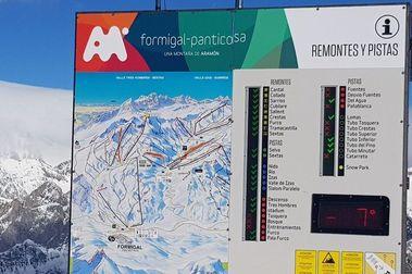 Esquiador en la UCI tras un grave accidente en Formigal
