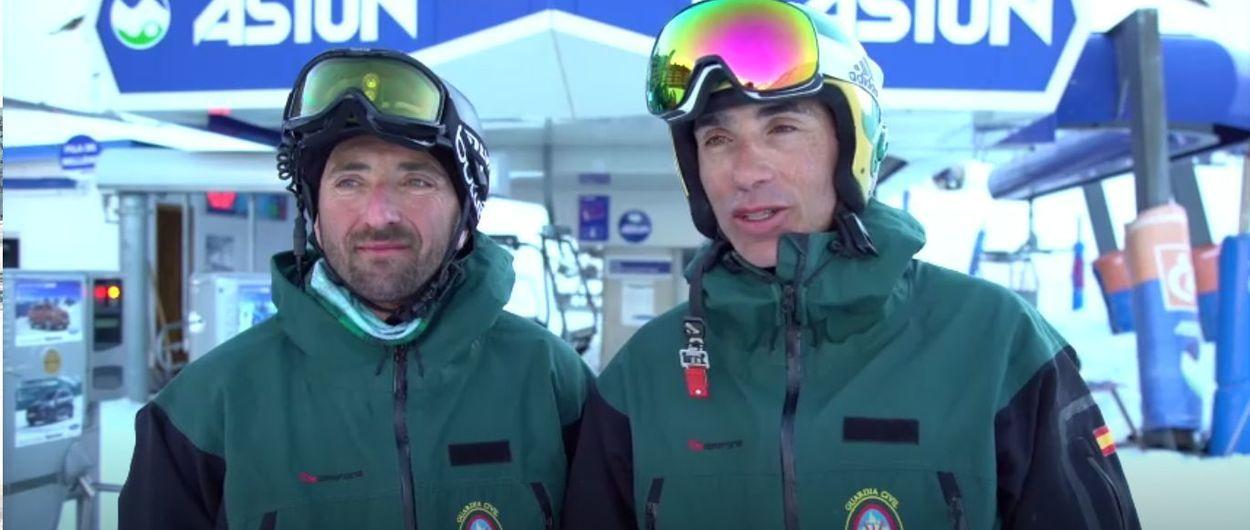 Doble récord del mundo en la estación de esquí de Astún... y vestido de Guardia Civil!