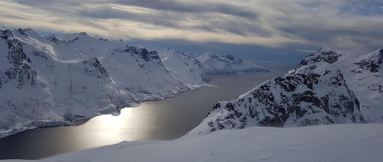 Esquiar en los fiordos. Un lugar salvaje.  ¿Qué implica esto realmente?