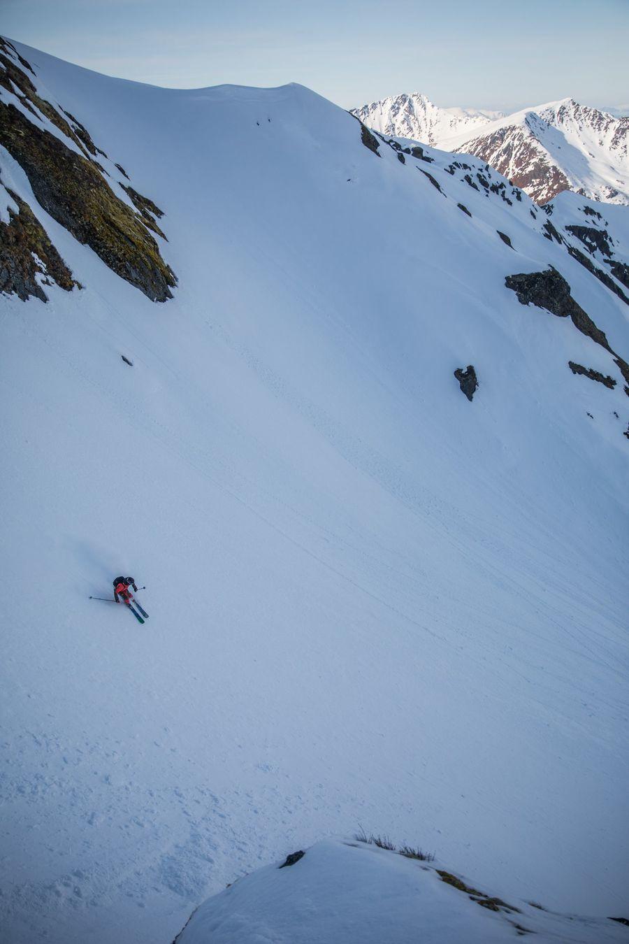 Little freerider, Big mountain... Axel gestionando el hielo...  Foto  @kjellellefson