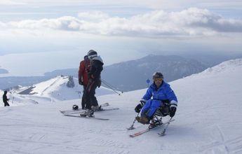 Un argentino se convierte en el primer discapacitado con título de instructor de esquí