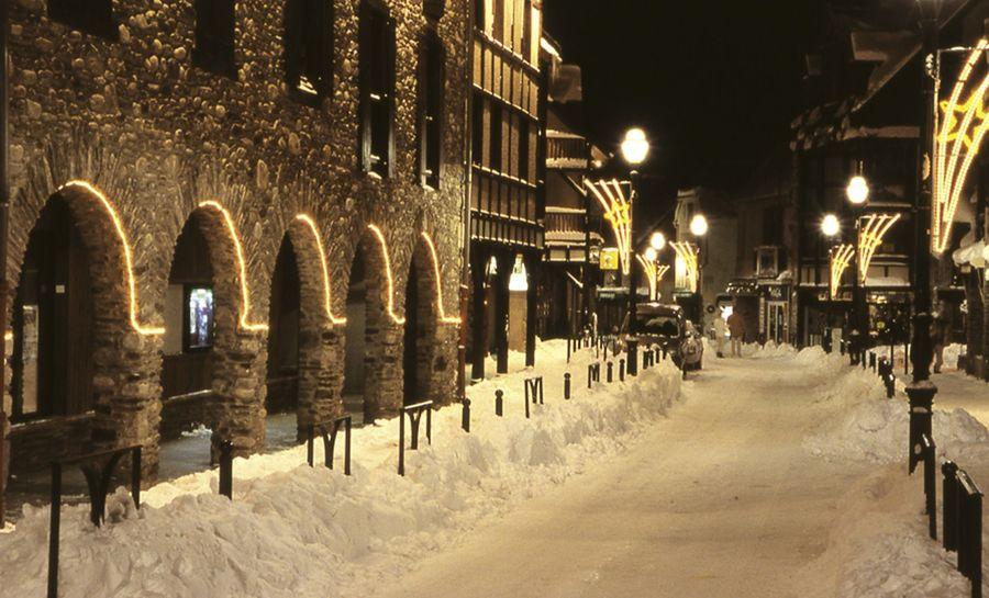 Saint Lary pueblo nevado