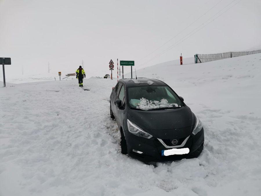 Nissan atrapado en la nieve