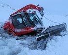 Rescatan una máquina de un lago helado