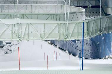 Snooslo: una estación indoor con 2 km pistas de esquí colgadas del techo