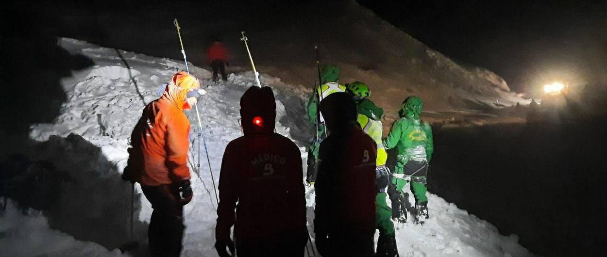 Desaparecen dos operarios bajo un alud de nieve en San Isidro