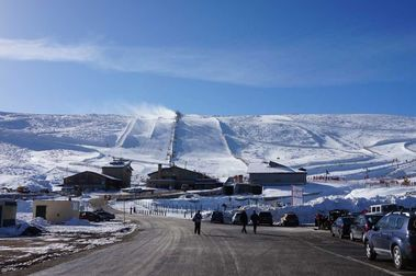 Sierra de Béjar - La Covatilla trabaja para abrir su temporada de esquí en Reyes