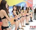 China sigue inaugurando su temporada con chicas en bikini