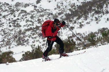 Pajares comienza a cobrar por hacer esquí de montaña en sus pistas