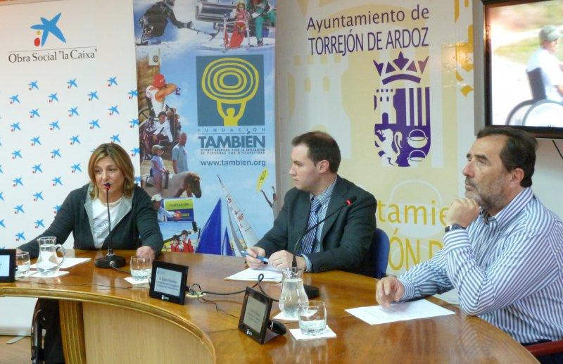Fotografía de Teresa Silva y su marido Carlos Rolandi en la rueda de prensa en Torrajón de Ardoz.