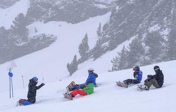 Aramón recibe el mes de abril con nevadas y ofertas de esquí