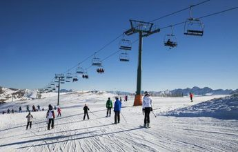 Andorra aprovecha la falta de nieve en el Pirineo francés para traerse sus esquiadores