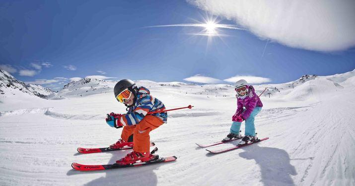 Selección de material Atomic de esquí infantil