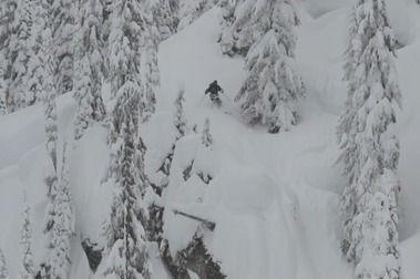 Dos vídeos de esquí para quedarse clavado en la silla