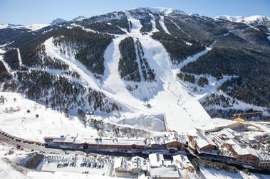Vista aérea de Grandvalira tras caerle 2,42 metros de nieve en 26 días