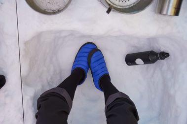 Hagöfs crea una edición limitada de zapatillas con material reciclado de sus fábricas