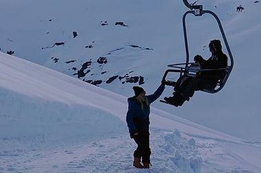 Stryn tiene problemas para abrir su esquí de verano... ¡por exceso de nieve!