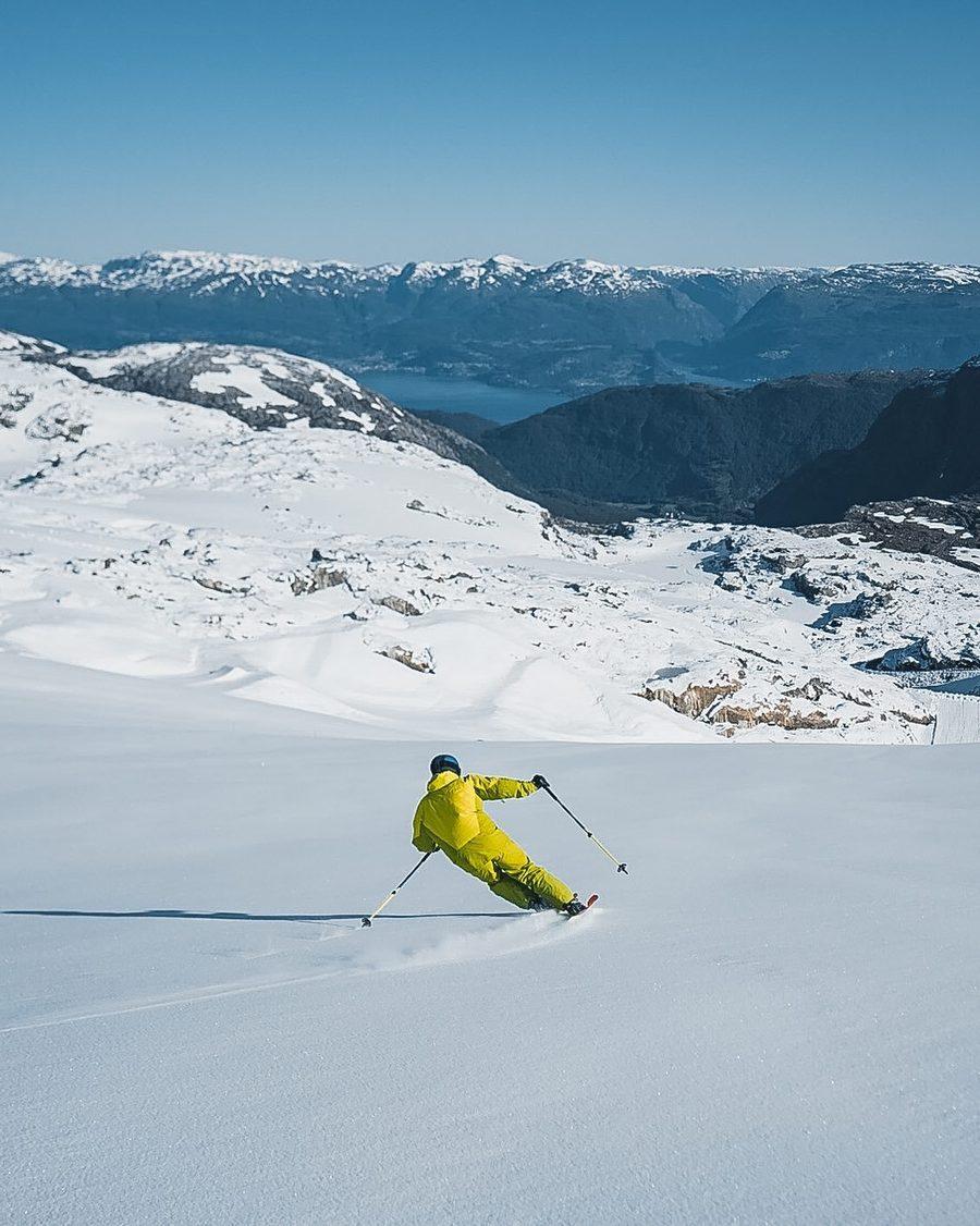 Esquiador en Fonna Glacier