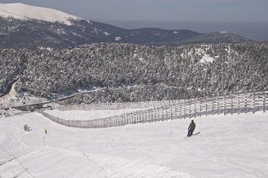 Navacerrada obligada a desmantelar tres de sus pistas de esquí