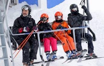 Los Reyes pasan el domingo esquiando en Astún