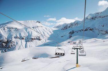 Solo Astún abre al esquí en el Pirineo aragonés pese a la poca incidencia de COVID