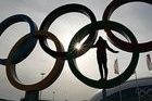 La bandera de España ya ondea en la villa paralímpica de Sochi