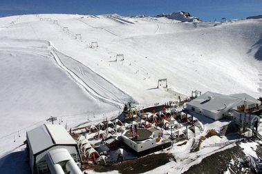 Les 2 Alpes se prepara para abrir un esquí de verano con mucha nieve