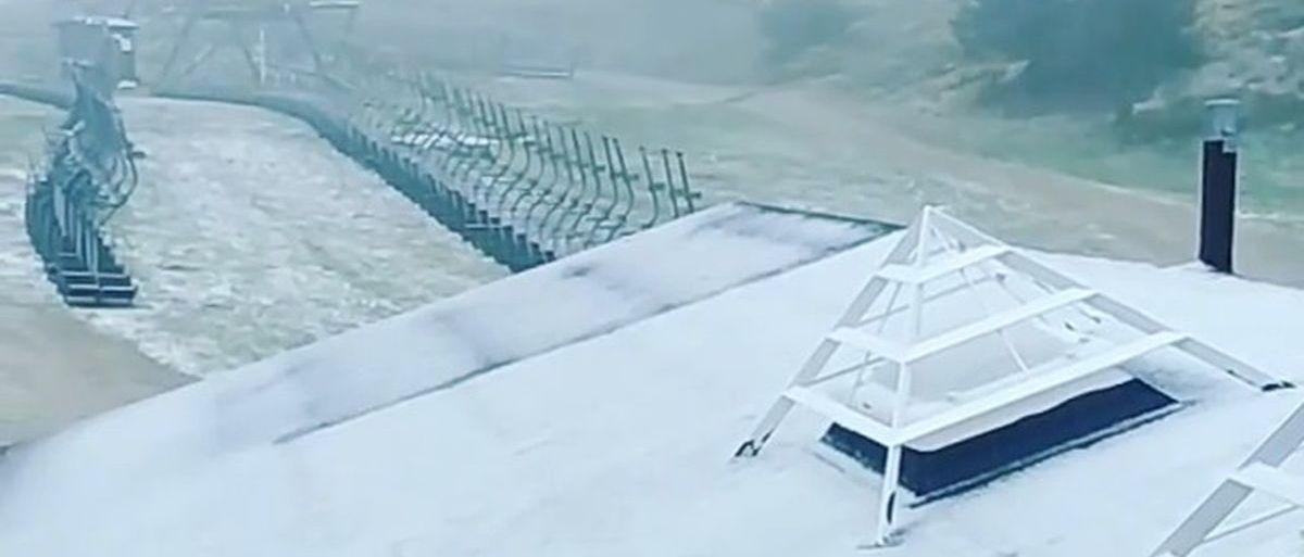 Valdesquí registra una nevada en pleno mes de junio