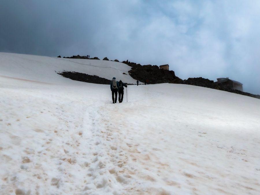 Glaciar de Tete Rousse con la garita y el refugio al fondo