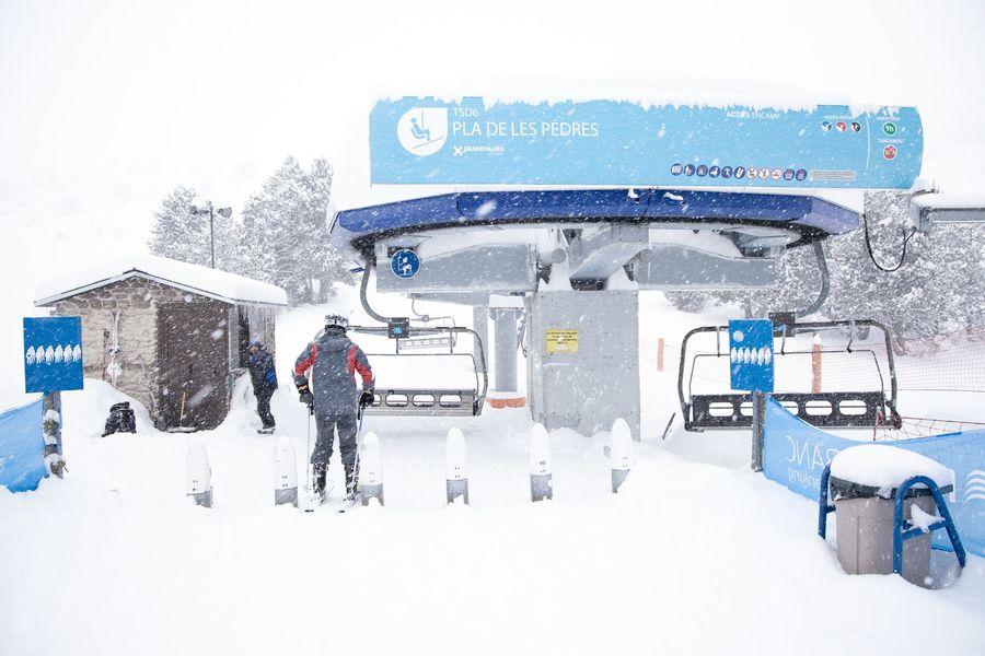 Telesilla de Grandvalira Andorra en temporada de esqui 2020