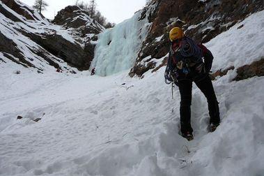 ...y seguimos: Cascada de Thule (110m, II, 3+)