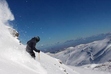 Sierra Nevada vuelve tras el temporal y llega a los 105 kms esquiables