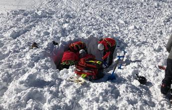 Un alud atrapa a tres esquiadores en el Tuc de la Llança de la Vall d'Arán