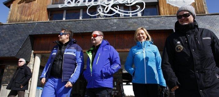 El Presidente de Aragón, Javier Lambán, y la consejera de Economía, Industria y Empleo, Marta Gastón, visitan la estación de Formigal