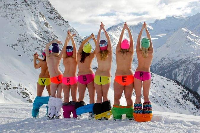 Nude hote cheerleaders en el campamento