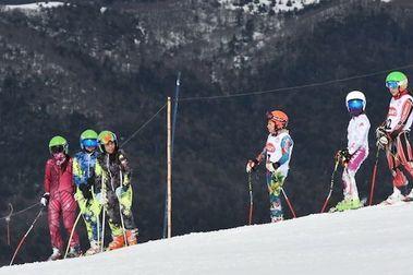 Más de 100 jóvenes esquiadores dieron vida a la Copa Antillanca