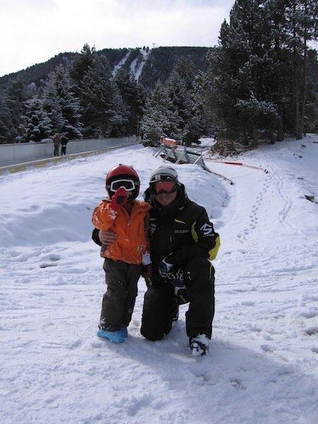 Fotografía de Dídac con su monitor de Esquí