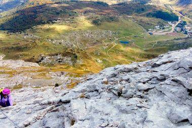 Subida por la Suela de la Zapatilla (Vía ferrata) y descenso por Sima de Tortiellas (Rápeles)