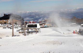 La producción de nieve pone la cuenta atrás a la temporada de esquí en Sierra Nevada