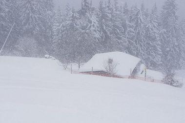 Intensas nevadas dejan atrapados a miles de turistas en Austria