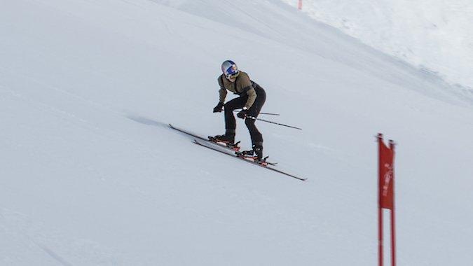 Elias Ambühl logra el récord Guinness de... esquí hacia atrás!