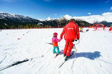 Una madre denuncia que una profesora de esquí abandonó a su hijo de 7 años