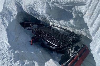 Cae una pisapistas dentro de una grieta de la estación de esquí de Zermatt