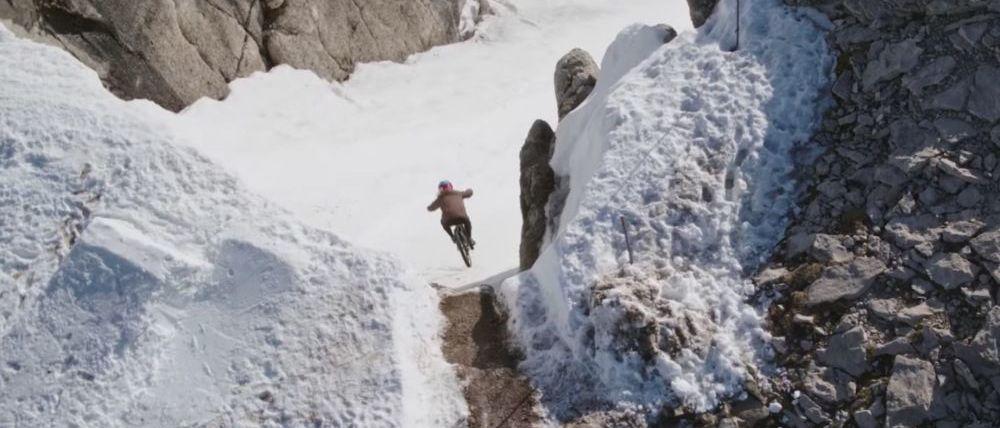 Bajando en bici la pista de esquí más difícil del mundo...y por primera vez!