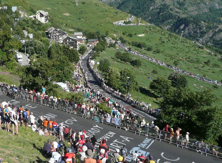 El público en la ascensión a Alpe d'Huez en el Tour de Francia