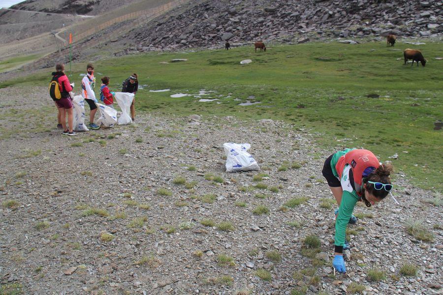 Limpieza de basura en Sierra Nevada