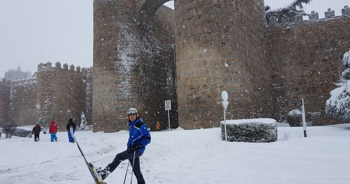 Esquiando por las calles de Ávila.