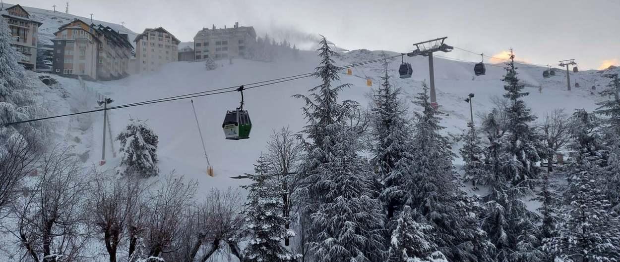 Más de 83.000 esquiadores en Sierra Nevada durante las navidades