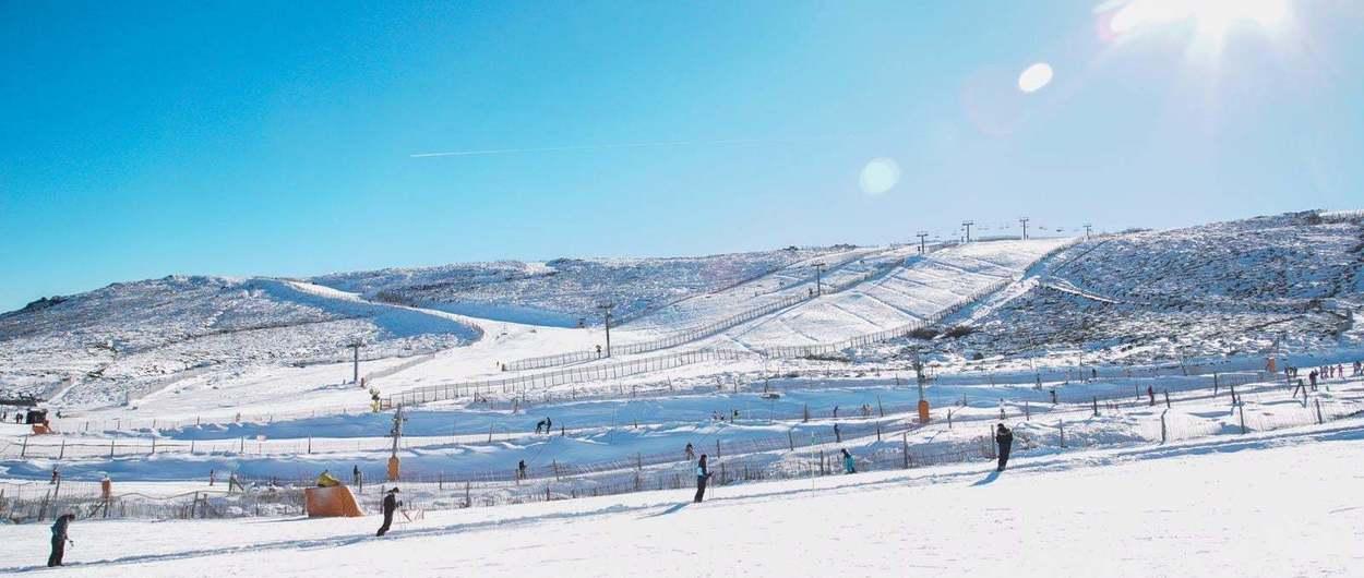 Sierra de Béjar ya supera la cifra de esquiadores de la temporada pasada