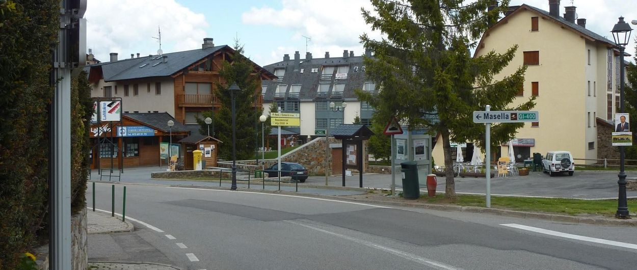 Alp coloca dos radades en el Barri de la Estació de La Molina